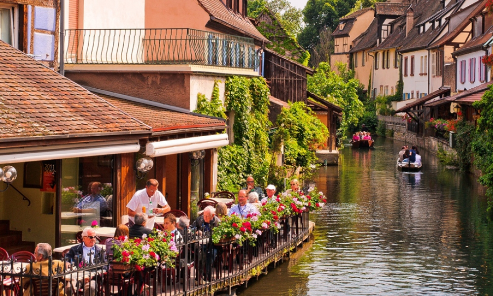 Touristic route of the wines, beautiful, old villages and cities in Alsace