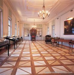 Mozart-museum (mozarts Geburtshaus) Und Mozart-archiv