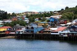 Casas palafitas na cidade de Castro