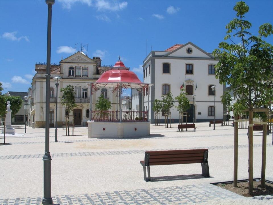 Praça Dr. Eugénio Dias (Sobral de Monte Agraço)