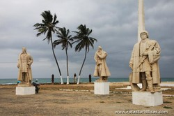 Forte de São Sebastião, Estatuas Aos Descobridores de São Tomé